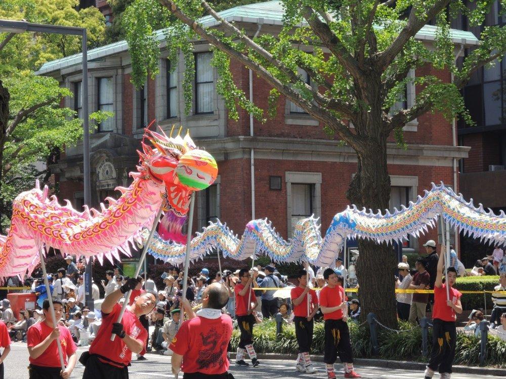 Múa rắn của cộng đồng người Trung Hoa