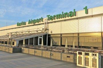 成田機場第一航廈的瞭望台每天早上7:00至晚上9:00開門