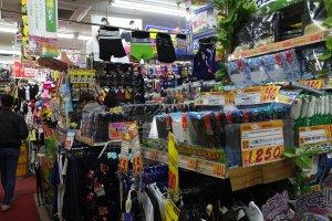 เสื้อผ้าถุงเท้าของใช้ส่วนตัวมีขายทุกอย่าง
