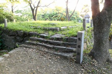 <p>Tobari (Cho?) Yagura Ruins. I have no idea what kind of building stood here.....</p>