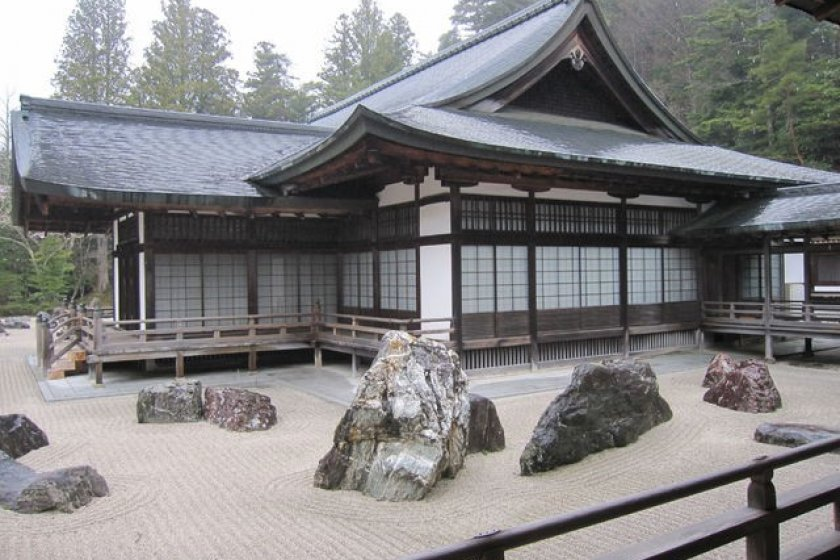 This is the largest rock garden in Japan. The rocks (from Shikoku, birthplace of Kobo Daishi) represent 2 dragons emerging from a sea of clouds to protect the Okuden (a section of the Kongobuji)
