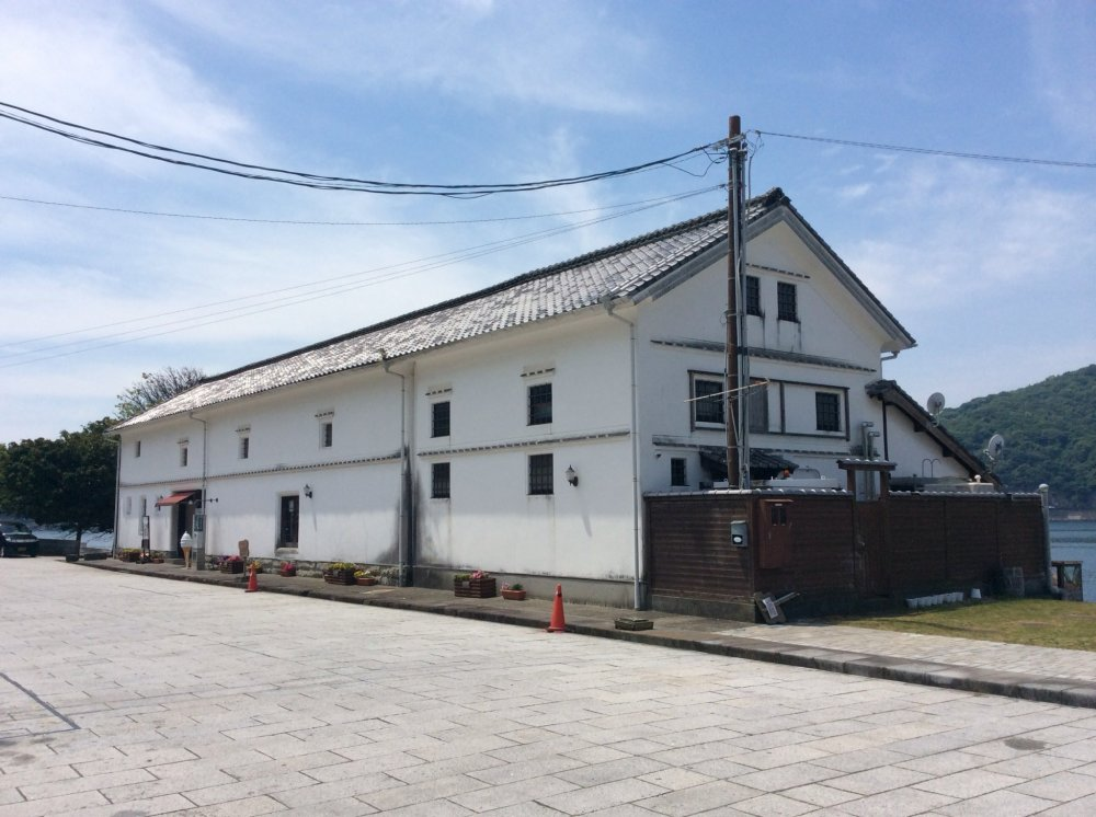 Old Misumi Kaiun Storage House - Beautiful white walled building. It's used as a water front restaurant now.