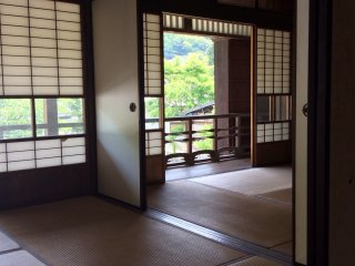 Old Takada Kaisou Ten (Upstairs) - The most inner room of the house facing south. There is an alcove and a set of staggered shelves and it seems the most expensive room.