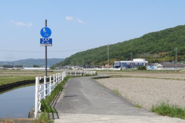 <p>The bicycle route and the navigation signs</p>