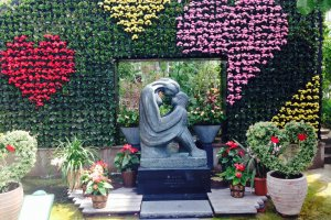 Lover's statue inside the garden's Glasshouse