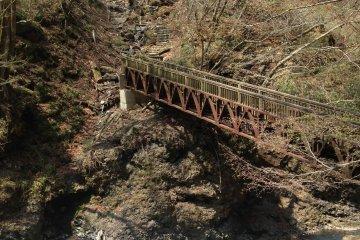 Мост на середине пути