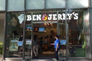 ด้านหน้าของร้าน Ben&Jerry's