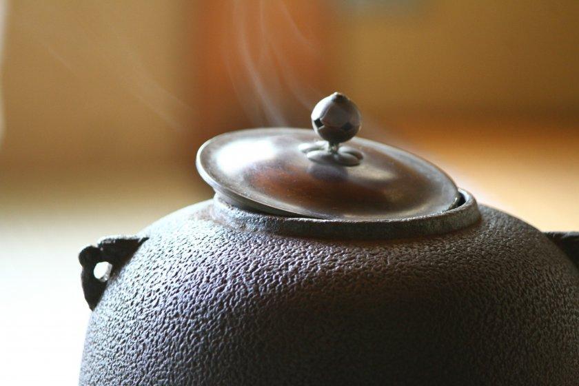 在茶道中,连炉的烟都是优雅的