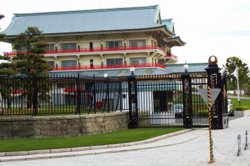 <p>This is what the locals call, &#39;Otsuka Palace&#39;, which is in fact a retreat for Otsuka employees as well as a guest house. The sumo wrestler Yokozuna Hakuho held a wedding party here since his bride was from Tokushima</p>