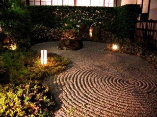 Iluminação no jardim de areia