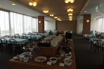 <p>The breakfast lounge, open from 7:00 to 9:15 am.</p>