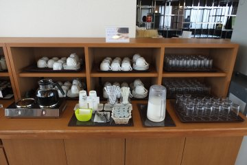 <p>Tea, coffee and milk counter</p>