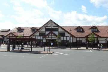 <p>สถานีคะวะกุชิโกะ (Kawaguchiko) ริมทะเลสาปคะวะกุชิโกะ</p>