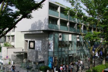 <p>Situated along the tree-lined Omotesando Avenue</p>