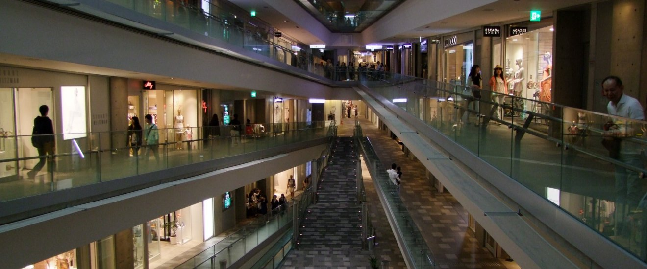 The mall features a single floor, spiraling up for 6 levels