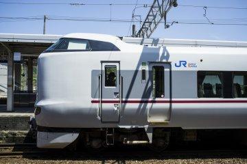 <p>The JR West &#39;Kounotori 16&#39; Express train to Fukuchiyama.</p>