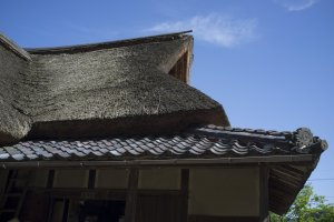 Roof of the Ajimanoteahouse.