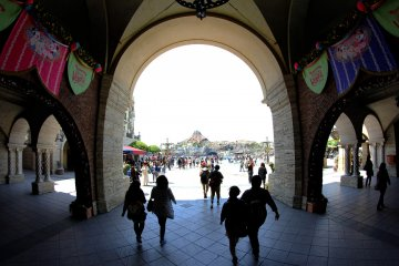 <p>The beautiful Italian style arches welcome you to the park, through them you can see some of the other parts of the park.</p>