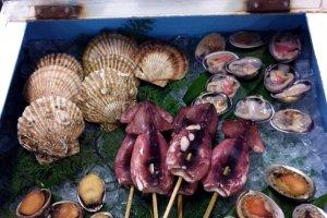 Pulau-pulaunya punya banyak makanan laut