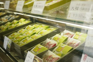 <p>A wide range of traditional pastries&nbsp;at the Okanoeisen Bakery in Ueno</p>