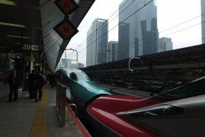 มีขบวนซุปเปอร์โคมาจิพ่วงด้วยไปจนถึงสถานีโมริโอกะ