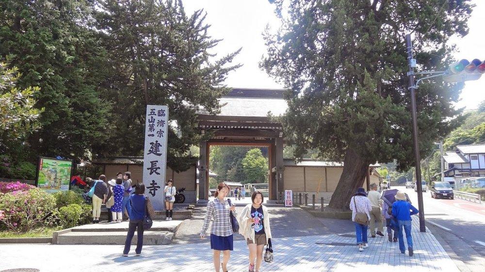 ประตูทางเข้าวัดเค็นโชะ-จิ