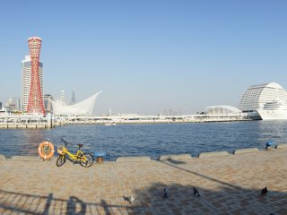 A panoramic view of the waterfront with the Meriken Hotel to the extreme right.