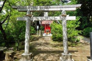 ศาลเจ้าบนเส้นทางพระพุทธรูปไดบุทสึ (Daibutsu Hiking Course)