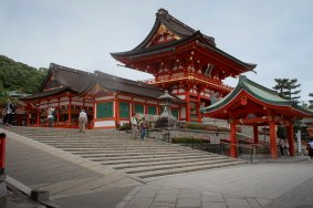Keindahan Fushimi Inari-taisha