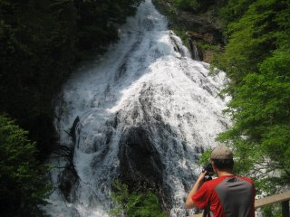 Yutaki is a waterfall where the water drops from the lake towards the Senjo-gahara plateau, not far from the hotel.