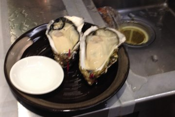 <p>A fresh oyster plate is ready for you!</p>