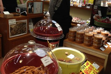 <p>Sendai Miso (soy-bean paste) has rich flavor. It is excellent&nbsp;with fish and clams&nbsp;</p>