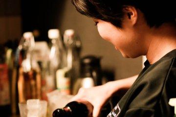 <p>Стойка; доступ к огромному выбору напитков.</p>