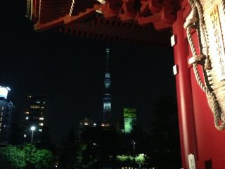 I could see SkyTree from Sensoji. It was an interesting combination of old and new