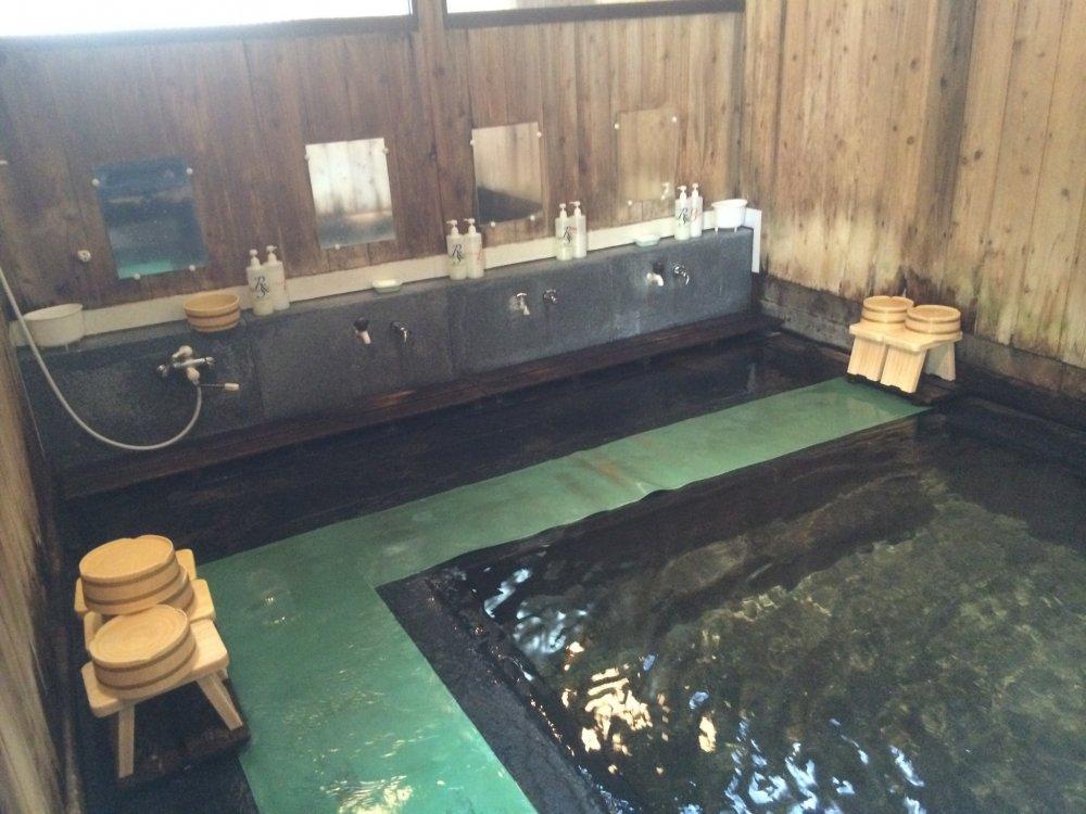 湯船とカランの様子