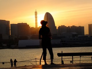 Then the sky turned yellow as the sun dipped down below the Minato Mirai skyline