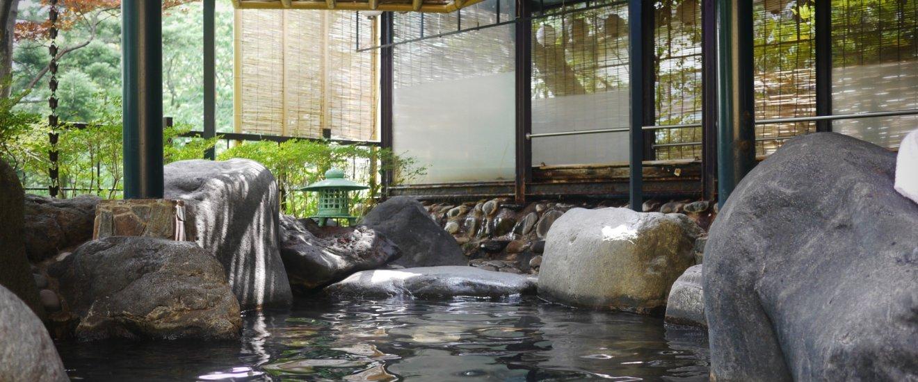 L'onsen extérieur avec vue sur la rivière