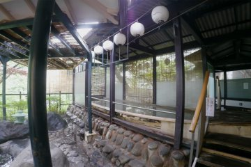 <p>The boat onsen&nbsp;is located next to one outdoor onsen</p>