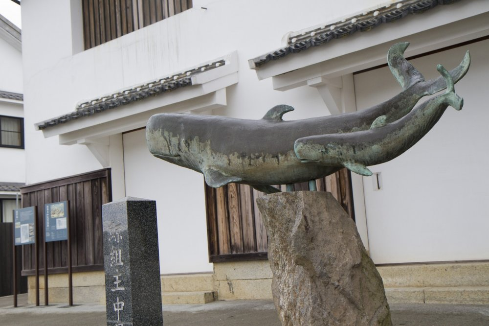 A statue commemorates the town's past history of whaling in front of the 250-year-old Nakao Mansion