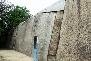 <p>There are some huge stones inside the Sakuramon Gate...</p>