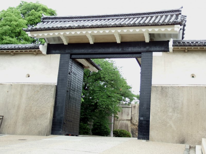 <p>The Sakuramon Gate in the late afternoon...</p>
