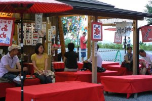 You can sit on red covered benches and eat green tea ice cream