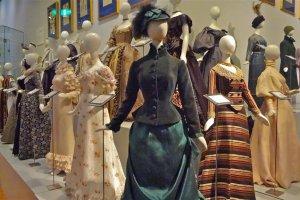 ヨーロッパにおけるドレスの変遷