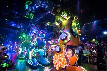 Giant robots dancing away