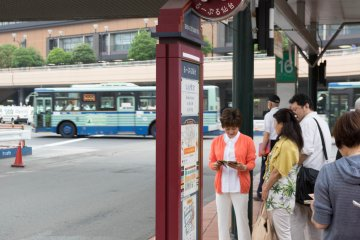 <p>Every Loople bus station will be marked with this sign&nbsp;</p>