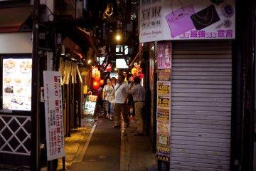 Tản bộ trên ngõ ký ức ở Tokyo