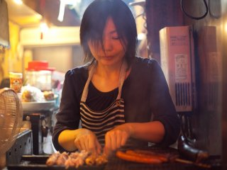 Процесс готовки якитори на гриле