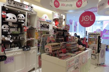 <p>Make up, popular characters goods, and other various cute items can be bought</p>