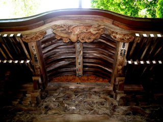 Fabulous wood carving under the eaves
