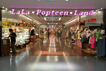 <p>LaLa Popteen&nbsp;Land is themed after one of Asia&#39;s popular magazines called &quot;Popteen&quot;&nbsp;</p>